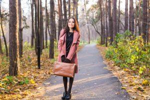 modna kobieta w botkach
